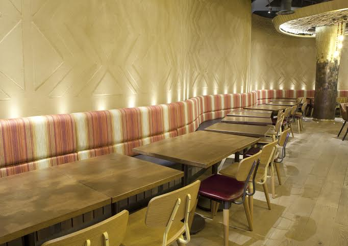 Anaglyptic clay finish, Nando's restaurant in Edinburgh