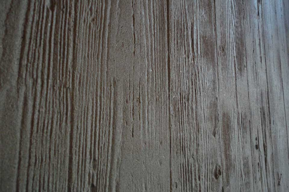 Board-marked clay finish, wood textured large interior clay wall, Nando's restaurant in Milton Keynes