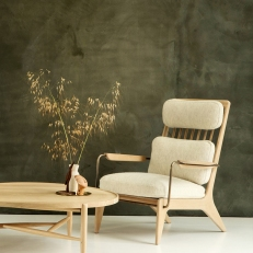 Clay_Application_by_Guy_Valentine_provides-backdrop-to-Benchmark-Furniture-at-2017-Decorex-event4