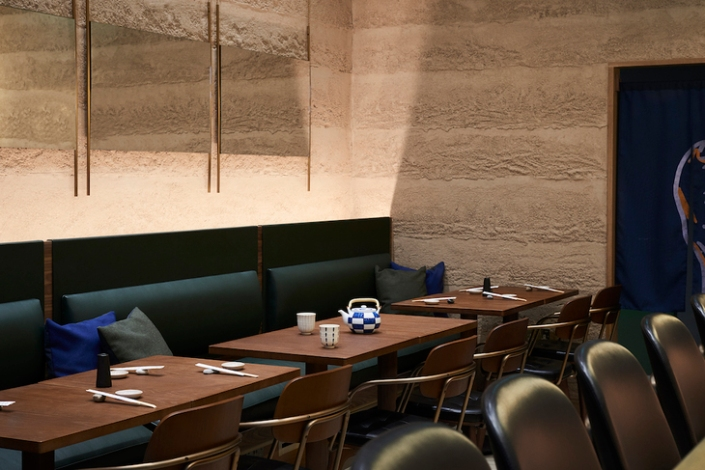 Sticks'n'Sushi_London_Rammed_Earth_Finish_Clay_Walls_by_Guy_Valentine_Ltd