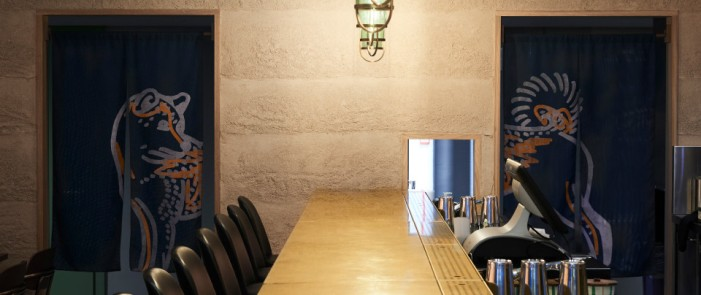 Sticks'n'Sushi_Nova_Food_Rammed_Earth_Clay_Finish_by_Guy_Valentine_Ltd_neri&hu_design1