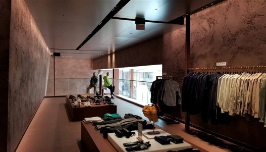 Textured Clay Installation by Guy Valentine Ltd, Urban Revivo Flagship Store at Westfield London, photo by Linde Davies 2